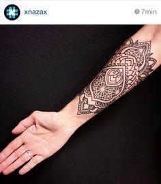 NAZARENO TUBARO Buenos Aires, Argentina nazareno-tubaro.com facebook.com/xnazax Instagram @xnazax Email: consultas@nazareno-tubaro... Black ink dotwork geometric tattoo