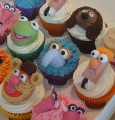 Cupcakes Take The Cake: Muppets cupcakes Fancy Cakes, Cute Cakes, Mini Cakes, Honey Cupcakes, Cupcake Cookies, Cupcake Art, Yummy Cupcakes, Die Muppets, Rodjendanske Torte