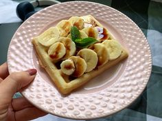 Co si dát k snídani, když máte chuť na něco dobrého a sladkého? Vafle ze špaldové mouky s ovocem a rostlinným sirupem jsou skvělá volba! Chcete recept? Breakfast, Food, Morning Coffee, Essen, Meals, Yemek, Eten