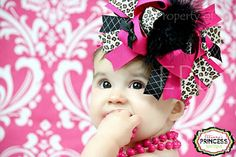 How to make over-the-top hair bows. I do not condone huge bows on baby heads. BUT, I would totally do something like this with a little lace netting to make a faux baby facinator for a wedding or special event. how fun would that be? My Baby Girl, Baby Love, Hair Bow Tutorial, Do It Yourself Fashion, Fru Fru, Big Bows, How To Make Bows, Baby Headbands, Diy Hairstyles