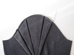 French site with a tutorial (with lots of photos) for sewing this pleated sleeve