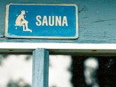 «Sauna» est le seul mot finnois qui ait été adopté dans la plupart des langues du monde, et c'est aussi le terme que les Finlandais souhaitent unanimement mettre en avant pour affirmer l'image de leur pays à l'étranger : ils estiment en effet que le sauna est un parfait symbole pour le pays, son peuple et sa culture.