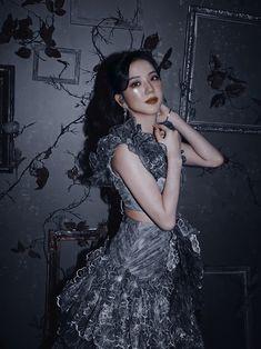 Blackpink Jisoo, Yg Entertainment, Mamamoo, Red Velvet, Paris Skyline, Girl Group, Goth, Persona, Kpop