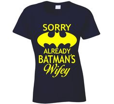 Sorry Already Batman's Wifey T Shirt Perfect Ladies Batman T Shirt to wear - let everyone think your dating or even married to Batman! Hilarious batman t shirt Batman Love, Batman Stuff, Batman Wedding Rings, Cool Shirts, Tee Shirts, Nananana Batman, Batman Shirt, Batman Outfits, Leaf Engagement Ring