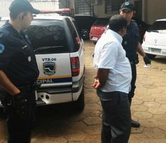 Acusado de estupro no Paraná é preso pela GCM em Botucatu -   Na tarde de terça-feira, dia 22, os guardas civis municipais Prado e Zambonato do Grupo Especializado de Patrulhamento com Motos (GEPOM), prenderam um homem de 39 anos, que estava sendo procurado por estupro, tendo inclusive um mandando de prisão expedido pelo Juízo único de Curiúva - PR - http://acontecebotucatu.com.br/policia/acusado-de-estupro-no-parana-e-preso-pela-gcm-em-botucatu/