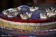 Tort Martisor cu mascarpone si ciocolata alba My Recipes, Desserts, Cheesecake, Food, Cakes, Sweet Treats, Mascarpone, Pie, Meal