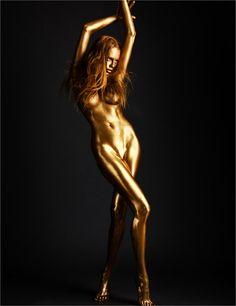 Body Art Remik Kozdra & Kasia Baczulis's stunning photoshoot for the May 2011 issue of Papercut Magazine Metallic Bodies, Gold Bodies, Look Body, Vladimir Kush, Photo D Art, Monochrom, Nude Photography, Photography Ideas, Portrait Photography