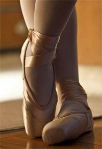 pointe-shoes.jpg (200×291)