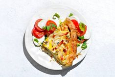 Italiaanse quiche met kip en salade caprese - recept - Allerhande Easy Diner, Salade Caprese, Great Recipes, Dinner Recipes, Fabulous Foods, Lunches And Dinners, Bon Appetit, Food Hacks, Food Inspiration