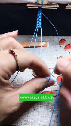 Diy Bracelets With String, Yarn Bracelets, Kids Bracelets, Diy Bracelets Easy, Friend Bracelets, Bracelet Crafts, Handmade Bracelets, Diy Friendship Bracelets Tutorial, Diy Friendship Bracelets Patterns