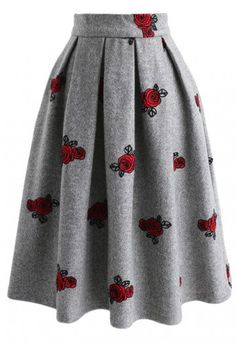 Roses are red and this skirt is gray! Style with a blouse and great heels to slay the whole day! - Rose pattern embroidery - Side pockets inserted - Box pleated from waist - Back zip closure - Lined - 65% Wool, 35% Viscose - Hand wash/Dry clean Size(cm)Length Waist XS 70 65 S 70 69 M 71 74 L 71 81 XL 72 86 XXL 72 90 Size(inch)L...