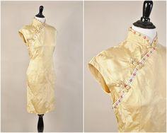 antik gold asian floral geprägte satin Cheongsam von MemoryThought