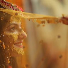 Mehendi Photography, Indian Wedding Couple Photography, Wedding Couple Photos, Bride Photography, Couple Photography Poses, Pre Wedding Photoshoot, Wedding Poses, Haldi Ceremony, Bride Poses