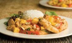 Vous vous croirez en Asie du sud-ouest lorsque vous sentirez ce plat sucré et épicé de style thaïlandais. Le goût piquant des épices et le goût sucré de la mangue forment une combinaison inoubliable. | Le Poulet du Québec