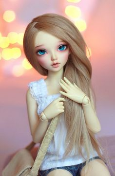 This sweet barbie is really stylish. Check the link that I provided, you will find so many similar images there. Anime Dolls, Blythe Dolls, Barbie Dolls, Barbie Sets, Barbie Images, Cute Baby Dolls, Realistic Dolls, Creepy Dolls, Little Doll