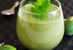 Kale, apple and feijoa (aka pineapple guava) smoothie nadia lim. Smoothie Drinks, Detox Drinks, Healthy Smoothies, Healthy Drinks, Healthy Tips, Smoothie Recipes, Healthy Recipes, Healthy Food, Tea Drinks
