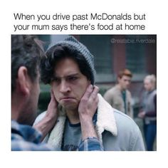 A riverdale groupchat book Riverdale Series, Riverdale Quotes, Bughead Riverdale, Riverdale Funny, Stupid Funny Memes, Funny Relatable Memes, Haha Funny, Riverdale Betty And Jughead, Riverdale Cole Sprouse