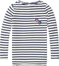 Klassisches Tommy Hilfiger Streifen Langarmshirt mit Rundhalsausschnitt und Herzprint auf der Brust. Das Logostitching befindet sich auf dem Ärmel.100% Baumwolle...