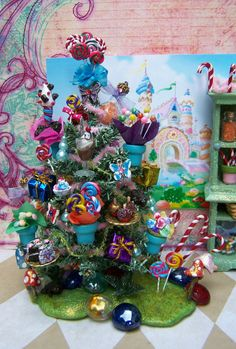 Dollhouse Miniature Regular Candy Shop or Harry Potter Honeydukes-Themed Miniature Christmas Tree and Candy Cabinet Set Christmas Tree Quotes, Country Christmas Trees, Miniature Christmas Trees, Christmas Tree With Gifts, Cool Christmas Trees, Miniature Trees, Miniature Fairy Gardens, Harry Potter Candy, Harry Potter Shop
