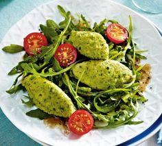 Das Rezept für Basilikum-Grießnockerln auf Salat und weitere kostenlose Rezepte auf LECKER.de