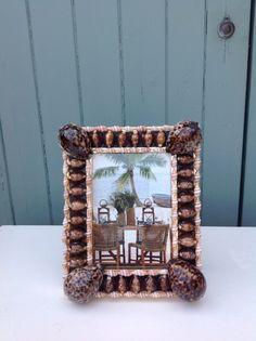 Shelled frame Shell Mirrors, Shell Frame, Shelled, Seashell Crafts, Stuffed Shells, Shell Art, Interior Accessories, Seashells, Picture Frames