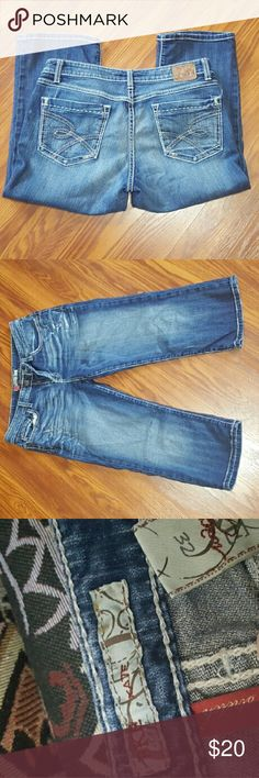 BKE KATE CAPRIS Very cute kate capris stretch in great shape. BKE  Jeans Ankle & Cropped