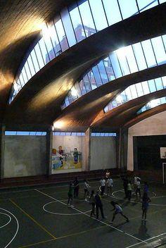 Eladio Dieste gimnasio en colegio Don Bosco