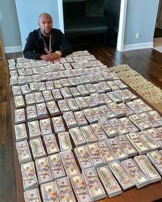 The reason I unapologetically brag about my money – Floyd Mayweather. Floyd Mayweather, Rich Lifestyle, Luxury Lifestyle, Way To Make Money, Make Money Online, Quality Control Music, Cavo Tagoo Mykonos, Sugar Daddy Dating, Money On My Mind