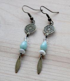 Boucles d'oreilles en laiton et perles Créatrices Zephire by les petites gazelles En vente sur le concept store www.o-some.com Worldwide free shipping