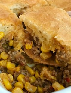 Mexican casserole is an easy, 30 minute dinner that only needs 5 ingredients. A hearty ground beef filling with corn, is topped with cheese and flaky buttery biscuit dough. Serve with your favorite taco toppings Cinnamon Banana Bread, Cinnamon Roll Muffins, Banana Bread Muffins, Sweet Potato Casserole, Mexican Casserole, Chicken Casserole, Candy Bar Cookies, Cookie Bars, Chip Cookies