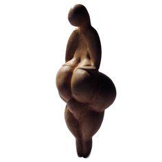 """Figure féminine dite """"Vénus de Lespugue"""" (copie). Cliché: José-Manuel Benito - Travail personnel.  Sous licence Domaine public via Wikimedia Commons"""