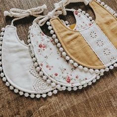 Unique Handmade Baby Bibs, Bows, Paci Clips and Diy Baby Gifts, Baby Girl Gifts, Baby Crafts, Baby Sewing Projects, Sewing For Kids, Baby Outfits, Baby Hoodie, Billy Bibs, Handgemachtes Baby