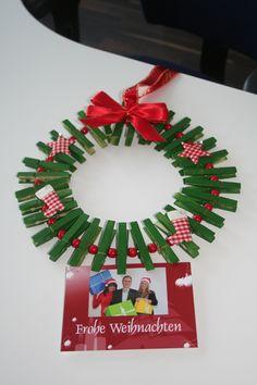 Wohin mit der ganzen Weihnachtspost? Einfach an den selbst gebastelten Türkranz hängen!