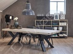 Robuuste tafel Sturdy Leg is een tafel van eikenhout met een fraai onderstel. Concrete Table, Concrete Furniture, Steel Furniture, Wood Table, Rustic Furniture, Modern Furniture, Furniture Design, Dining Table Design, Dining Room Table