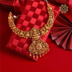 Upgrade your Navratri look with this Lovely Necklace! Jewelry Design Earrings, Gold Jewellery Design, Necklace Designs, Diamond Jewellery, Unique Earrings, Antique Jewellery Designs, Antique Jewelry, Gold Temple Jewellery, Gold Jewelry Simple