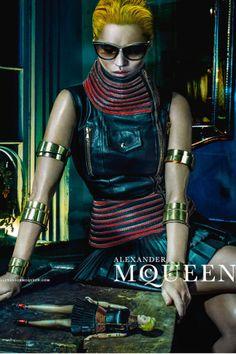 Kate Moss para Alexander McQueen Spring Summer 2014