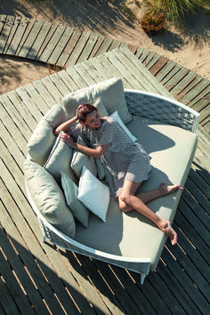 Manutti // Modern outdoor daybed that combines perfectly with all outdoor spaces - Cascade Collection Daybed Outdoor, Outdoor Loungers, Outdoor Decor, Patio Daybed, Modern Outdoor Furniture, Garden Furniture, Plywood Furniture, Decks, Outdoor Spaces