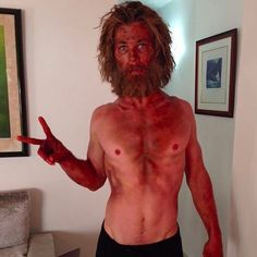 Pin for Later: You Might Not Believe Us, But This Is Actually a Photo of Chris Hemsworth