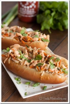 Asian Slaw Dogs with Sriracha Mayo // spicy, crunchy perfection