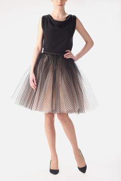 Ballerina Rock aus Tüll in 2 Farben - Champagner und Schwarz mit Punkten, mit seitlichen verdeckten Reissverschluss. Ideal für den grossen Auftritt...
