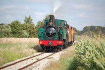 Le train à vapeur de la baie de Somme au Crotoy #tourisme #campingcar Locomotive, Calais, Train Tracks, Countryside, Travel Inspiration, Places To Visit, Photos, Around The Worlds, Camping