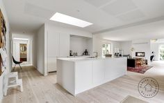 Køkken-alrum Loft, Villa, White Rooms, Cozy Living, Minimalist Home, Bungalow, Kitchen Dining, Interior Design, Home Decor