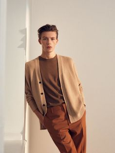 Explore the new menswear collection from ARKET, including carefully made wardrobe essentials and key pieces for this season. Stylish Mens Outfits, Casual Outfits, Men Casual, Look Fashion, Mens Fashion, Fashion Design, Mode Outfits, Fashion Outfits, Male Models Poses