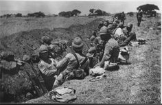 British Troops dig in. Troops, Soldiers, War Novels, Armed Conflict, Powerful Images, British Colonial, African History, British Army, History Books