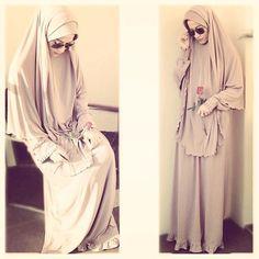 الحمد لله والشكر لله رب العالمين، اللهم استرنا واستر إخواننا وأخواتنا في الإسلام Islamic Fashion, Muslim Fashion, Hijabs, Muslimah Clothing, Hijab Wear, Hijab Fashion Inspiration, Hijab Chic, Islamic Clothing, Beautiful Hijab
