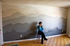 ¿Te gustaría aprender decorar la pared de tu habitación con un mural como este? Aquí te mostramos como paso por paso gracias a esta increible artista. Este sencillo pero hermoso mural es el trabajo…