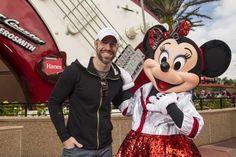 Singer Chris Daughtry Visits Minnie Mouse at Disney's Hollywood Studios Disney Now, Cute Disney, Disney Parks, Disney World Resorts, Walt Disney World, Chris Daughtry, Disney World Characters, Disney Addict, Hollywood Studios