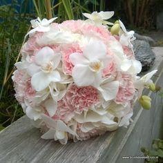 bruidsboeket biedermeier roze wit anjer orchidee hortensia