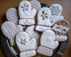 Ďalšie rukavičky, needlepoint mittens, decorated cookies