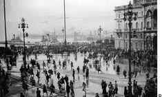 trieste 1954010 Disordini a Trieste durante una manifestazione per il ritorno della citta' all'Italia,in una foto scattata il 21 marzo del 1952. Credits: Ansa